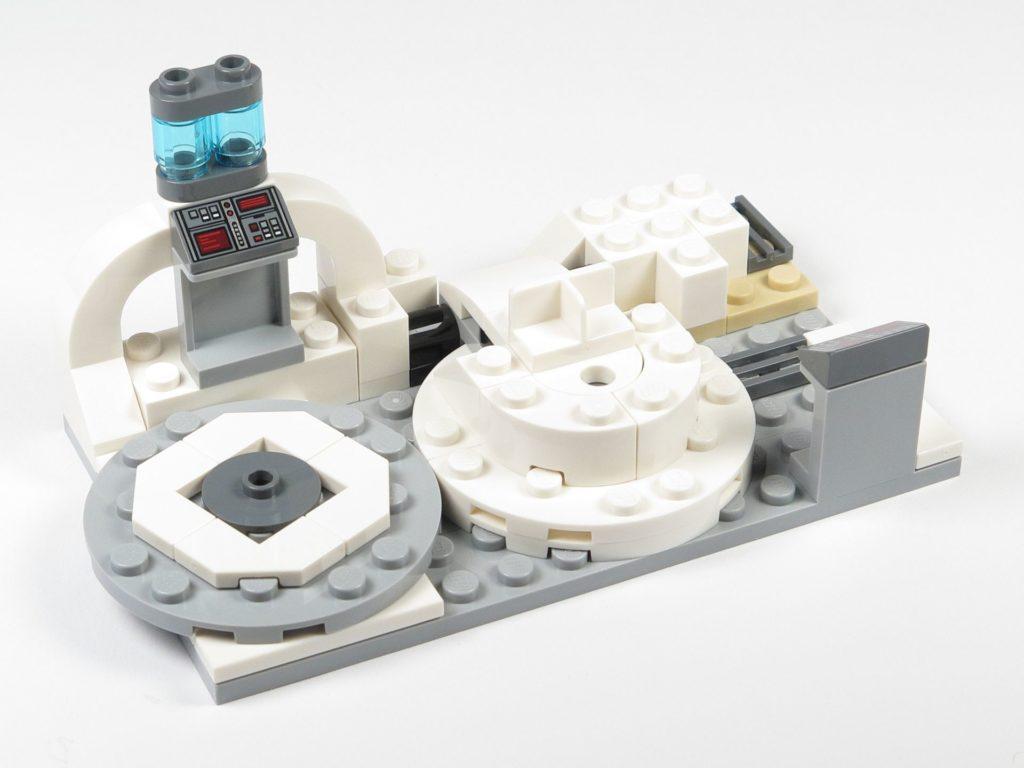 LEGO® Star Wars™ 75203 - Bauabschnitt 3 - Bactatankboden abgedeckt und Armaturen ergänzt, Vorderseite | ©2018 Brickzeit