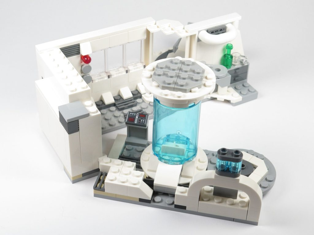 LEGO® Star Wars™ 75203 - Bauabschnitt 3 wird mit Haupträumen verbunden | ©2018 Brickzeit