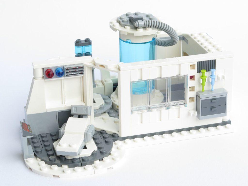 LEGO® Star Wars™ 75203 - fertiges Set - Liege und Fenster | ©2018 Brickzeit