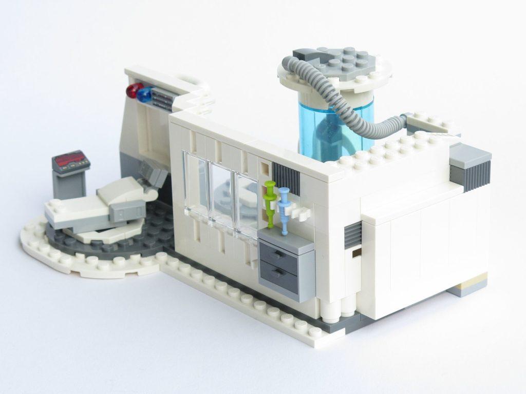 LEGO® Star Wars™ 75203 - fertiges Set - geschlossen, Sicht von Rückseite | ©2018 Brickzeit