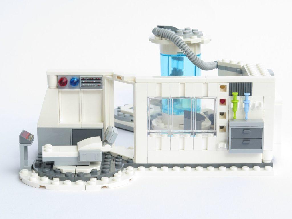 LEGO® Star Wars™ 75203 - fertiges Set - halboffen, Seite | ©2018 Brickzeit