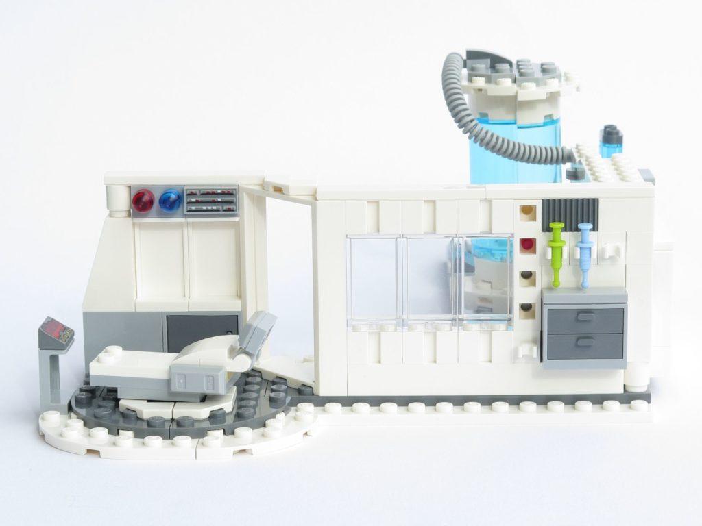 LEGO® Star Wars™ 75203 - fertiges Set - offen, Seite | ©2018 Brickzeit