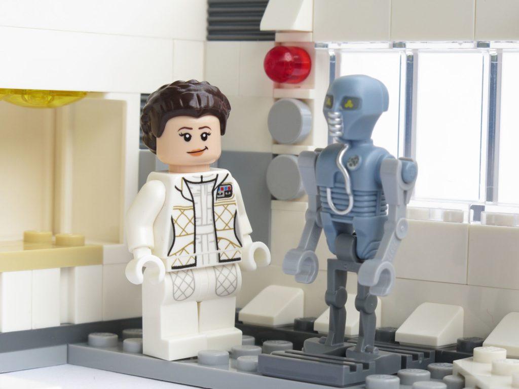 LEGO® Star Wars™ 75203 - fertiges Set - Leia mit 1-2B | ©2018 Brickzeit