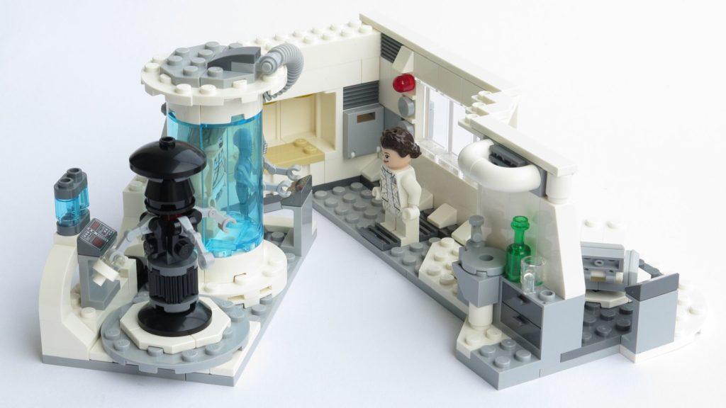 LEGO® Star Wars™ 75203 - fertiges Set - leicht geöffnet mit Figuren | ©2018 Brickzeit