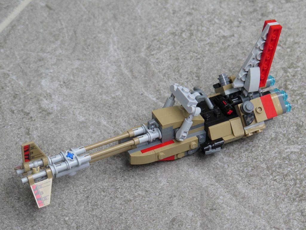 LEGO® Star Wars™ 75215 - Enfys Nest's Swoop Bike auf Stein - links, vorne | ©2018 Brickzeit