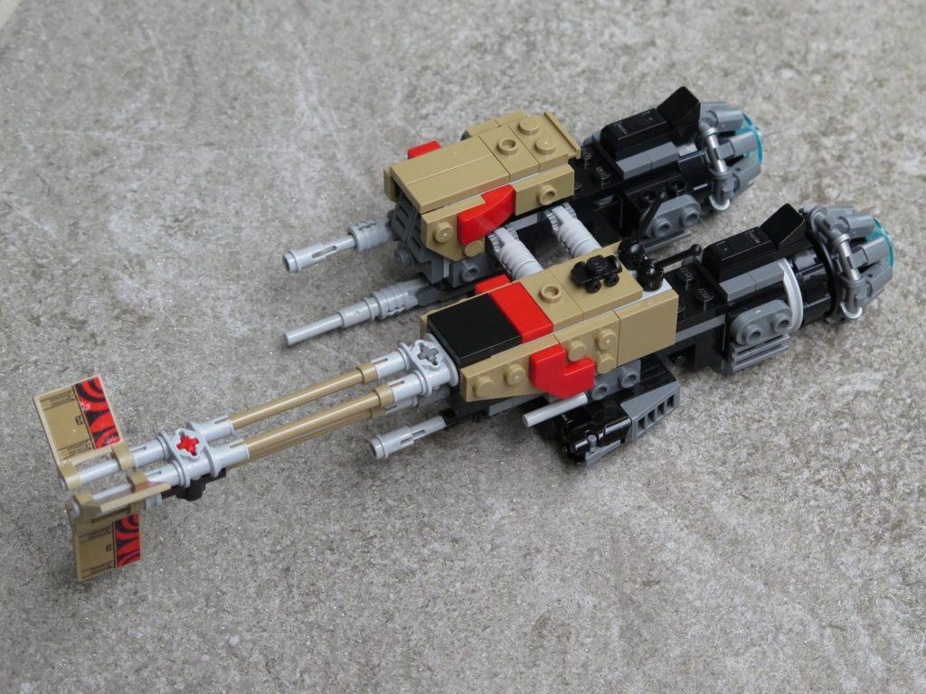 LEGO® Star Wars™ 75215 - Weazel's Swoop Bike auf Stein - vorne, links | ©2018 Brickzeit