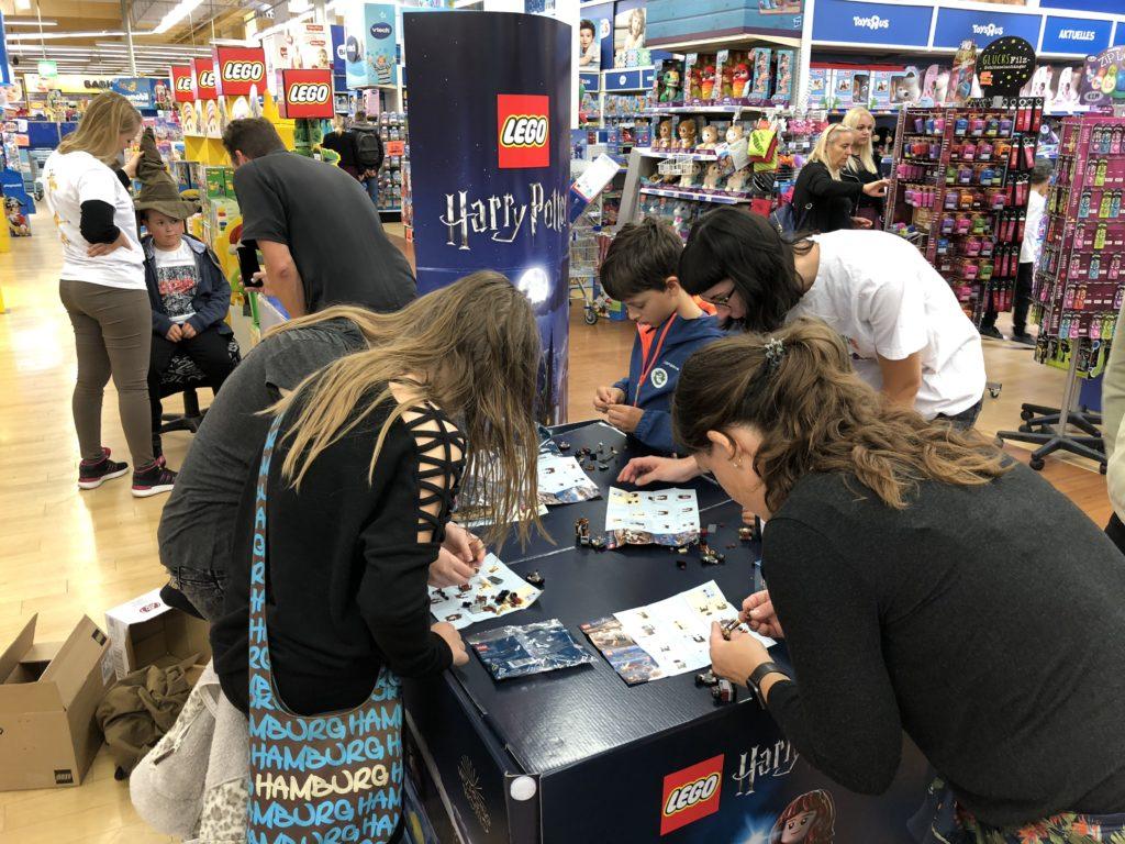 "LEGO Bauaktion bei Wizarding World Event im Toys""R""Us München"