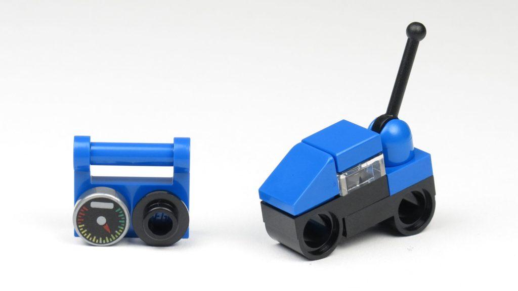 LEGO® City 60201 Adventskalender 2018 - Ferngesteuerte Motorräder, blau | ©2018 Brickzeit