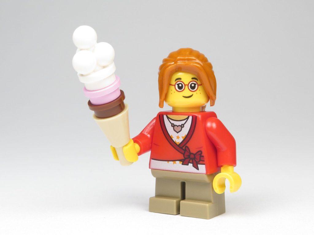 LEGO® City 60201 Adventskalender 2018 - Mädchen mit Eis | ©2018 Brickzeit
