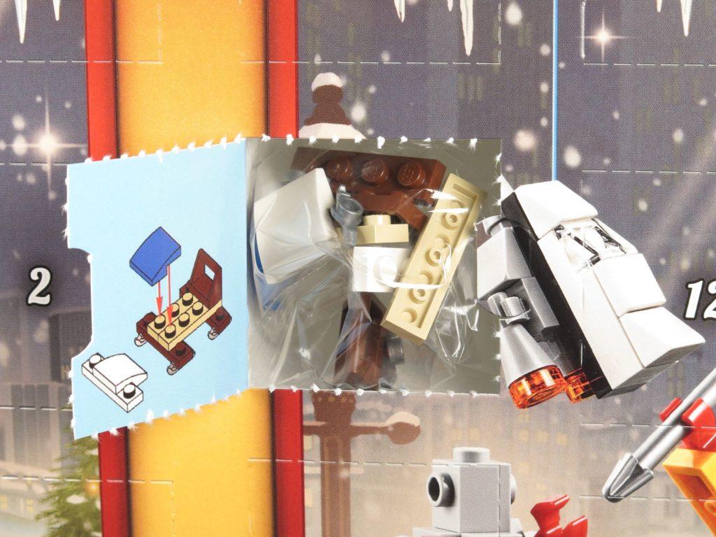 LEGO® City 60201 Adventskalender 2018 - Packung, offenes Türchen | ©2018 Brickzeit
