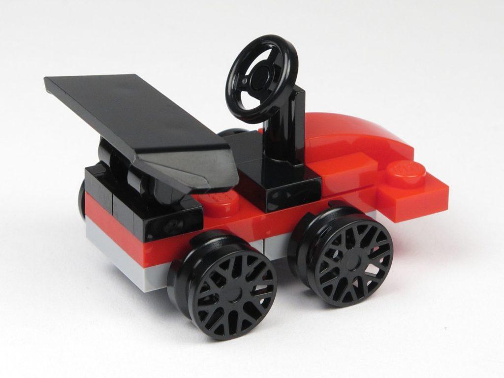 LEGO® City 60201 Adventskalender 2018 - Rennauto, Rückseite | ©2018 Brickzeit