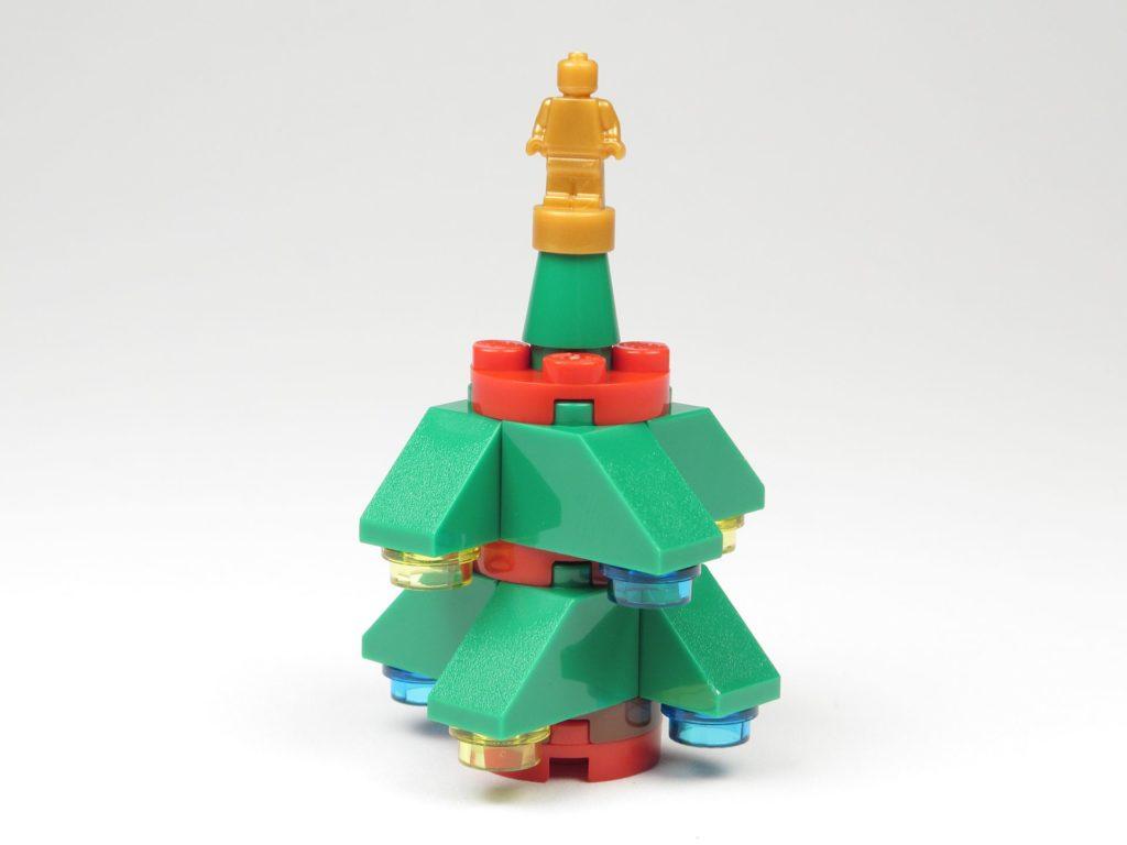 LEGO® City 60201 Adventskalender 2018 - Weihnachtsbaum | ©2018 Brickzeit