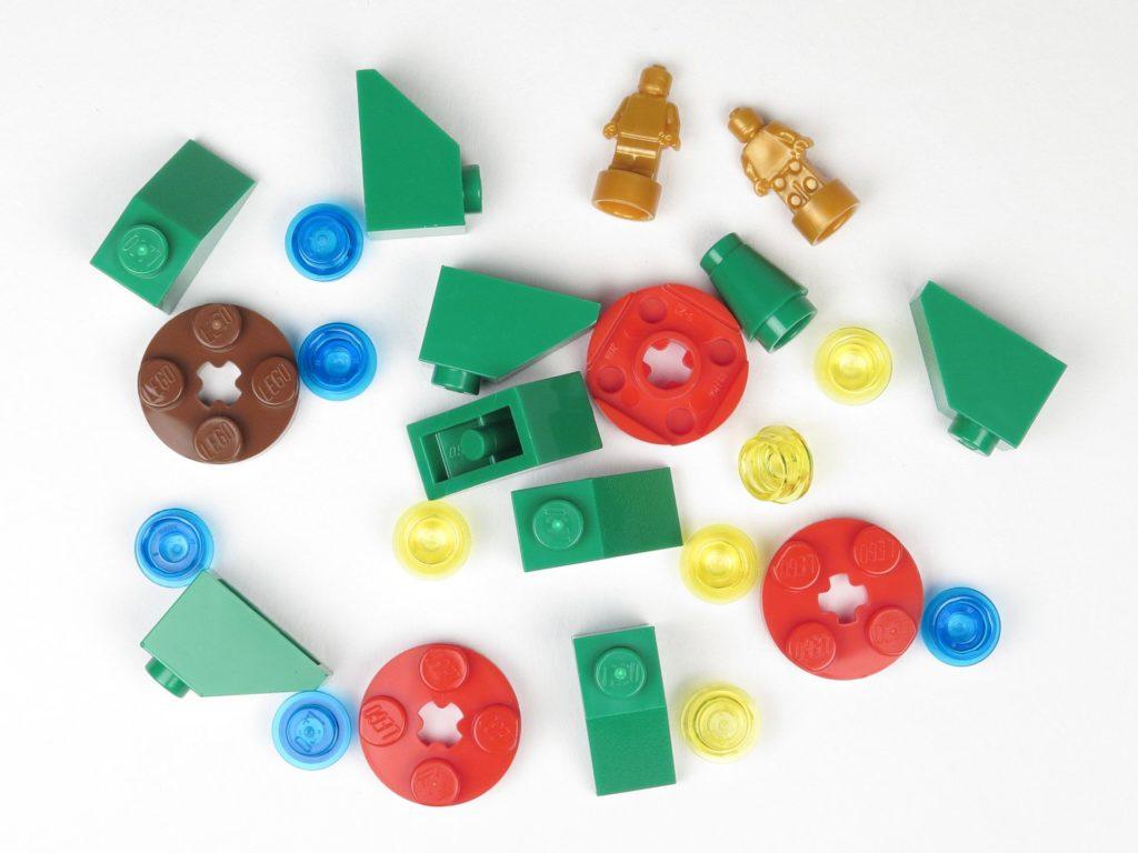 LEGO® City 60201 Adventskalender 2018 - Weihnachtsbaum, Inhalt | ©2018 Brickzeit