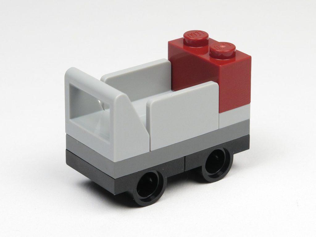 LEGO® 30407 - Gepäckwagen, rechts hinten | ©2018 Brickzeit