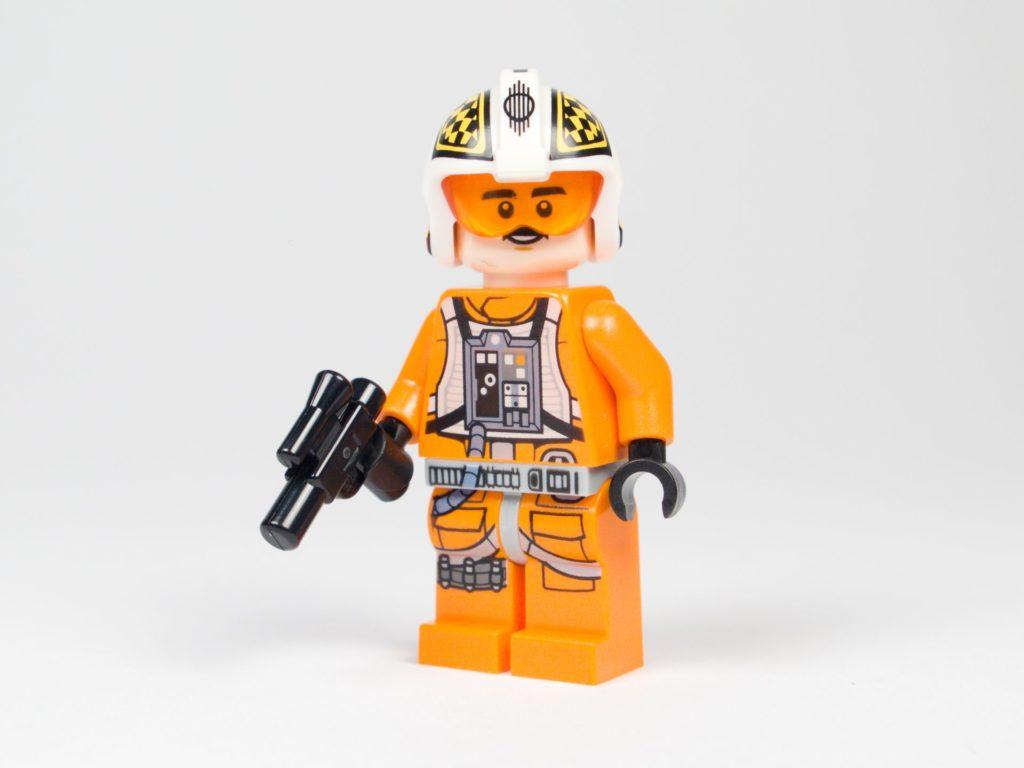 LEGO® Star Wars™ 75218 - Minifigur Biggs Darklighter mit Blaster | ©2018 Brickzeit