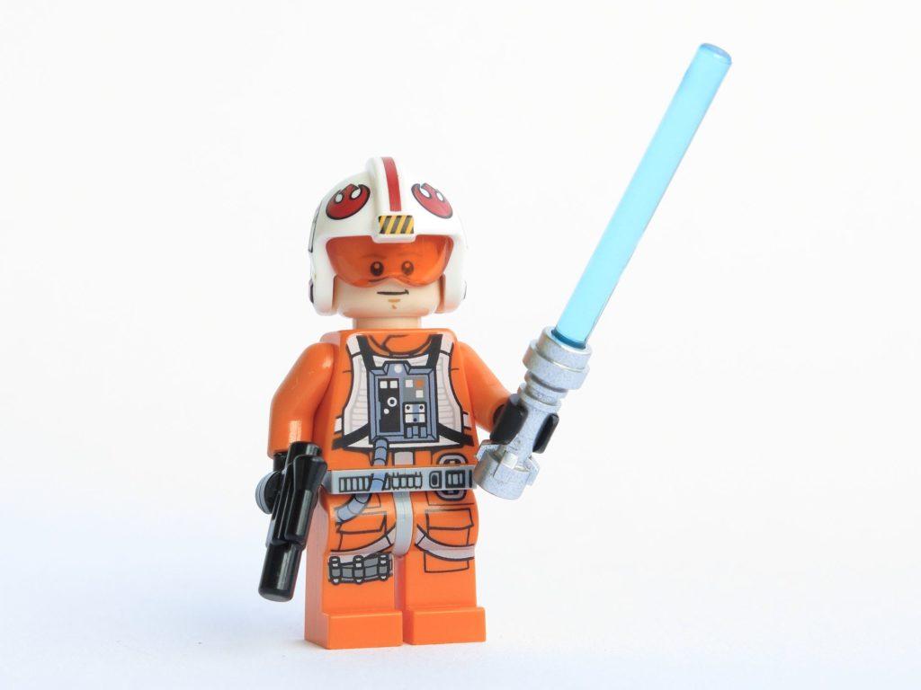 LEGO® Star Wars™ 75218 - Minifigur Luke Skywalker mit Lichtschwert und Blaster | ©2018 Brickzeit