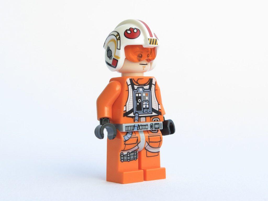 LEGO® Star Wars™ 75218 - Minifigur Luke Skywalker - vorne, rechts | ©2018 Brickzeit