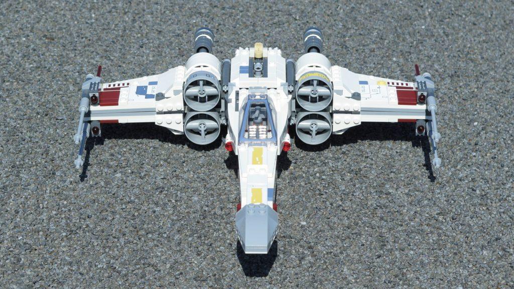 LEGO® Star Wars™ 75218 X-Wing Starfighter™ - Vorderseite, geschlossene Flügel, dg | ©2018 Brickzeit