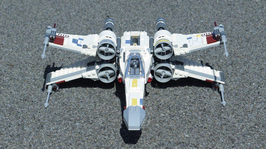 LEGO® Star Wars™ 75218 X-Wing Starfighter™ - Vorderseite, geöffnete Flügel, dg | ©2018 Brickzeit