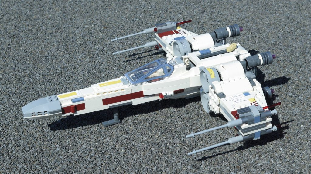 LEGO® Star Wars™ 75218 X-Wing Starfighter™ - vorne, links, dg | ©2018 Brickzeit