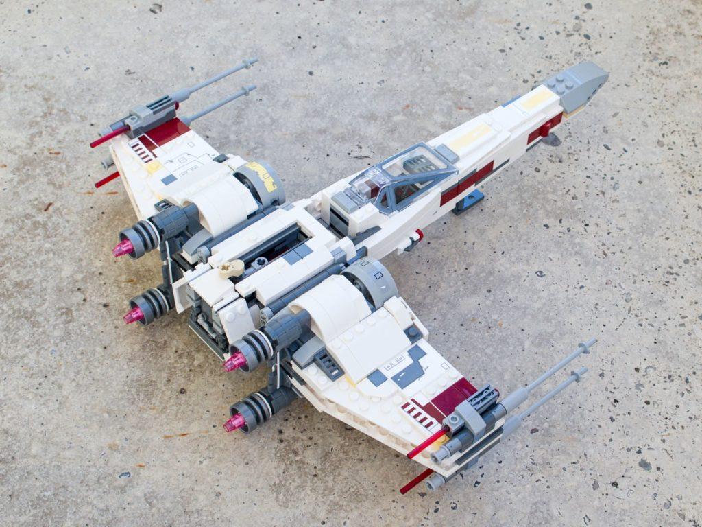 LEGO® Star Wars™ 75218 X-Wing Starfighter™ - hinten rechts, hg | ©2018 Brickzeit