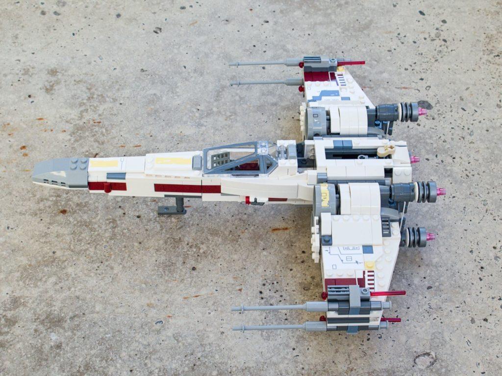 LEGO® Star Wars™ 75218 X-Wing Starfighter™ - linke Seite, hg | ©2018 Brickzeit