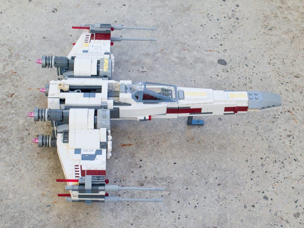 LEGO® Star Wars™ 75218 X-Wing Starfighter™ - rechte Seite, hg | ©2018 Brickzeit