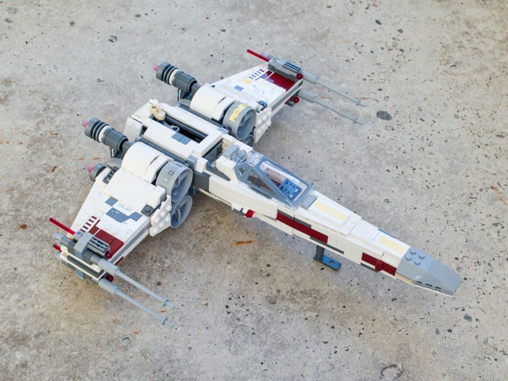 LEGO® Star Wars™ 75218 X-Wing Starfighter™ - vorne, rechts, hg | ©2018 Brickzeit