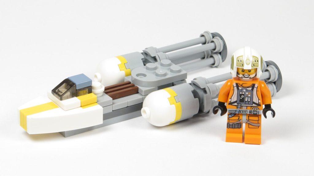 LEGO® Star Wars™ Magazin Nr. 12 - Y-Wing 911730 im Größenvergleich mit Minifigur | ©2018 Brickzeit