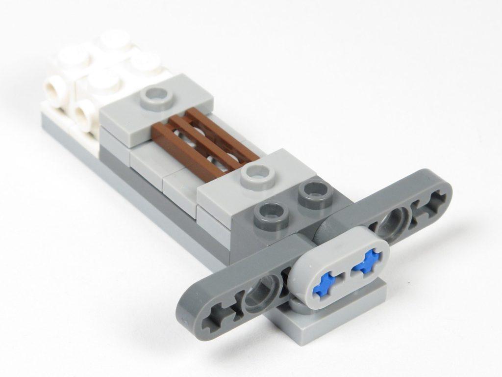 LEGO® Star Wars™ Magazin Nr. 12 - Y-Wing, Halterung für Antriebe montiert | ©2018 Brickzeit