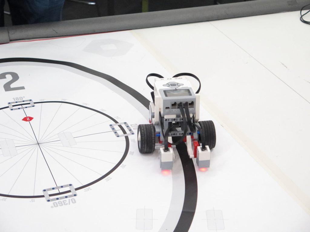 LEGO Mindstorm bleibt auf dem Pfad | ©2018 Brickzeit