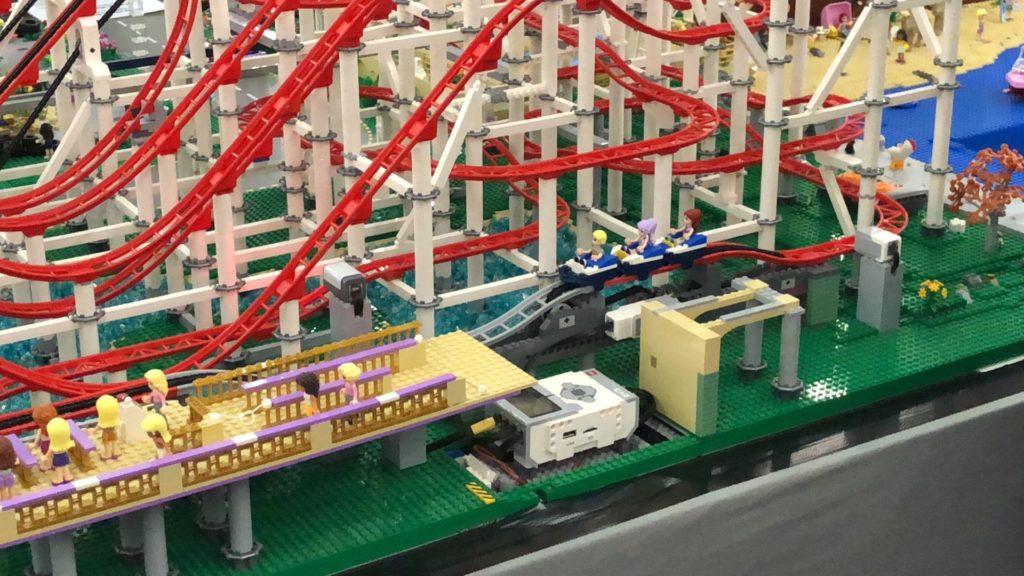 LEGO Mega Achterbahn - Bild 1 | ©2018 Brickzeit
