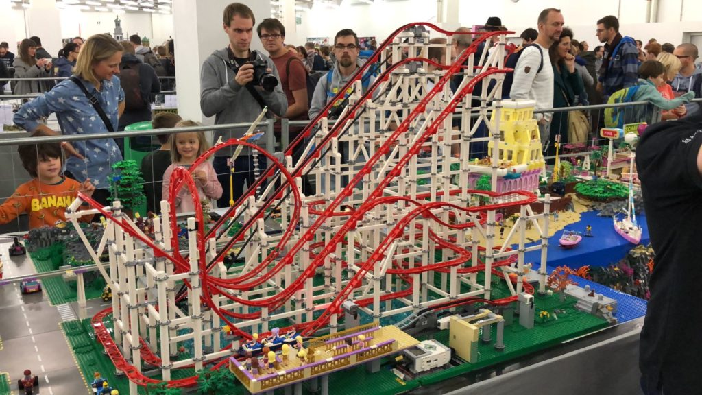 LEGO Mega Achterbahn - Bild 2 | ©2018 Brickzeit