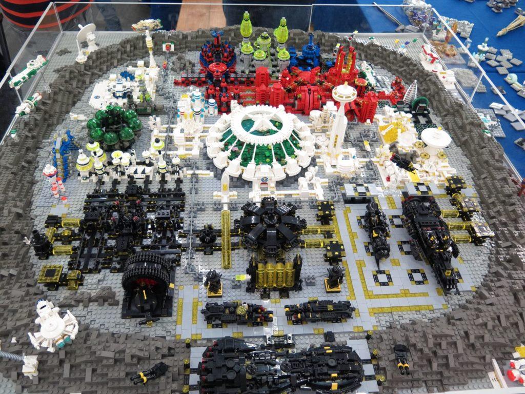 LEGO Micro Moonbase - Bild 1 | ©2018 Brickzeit