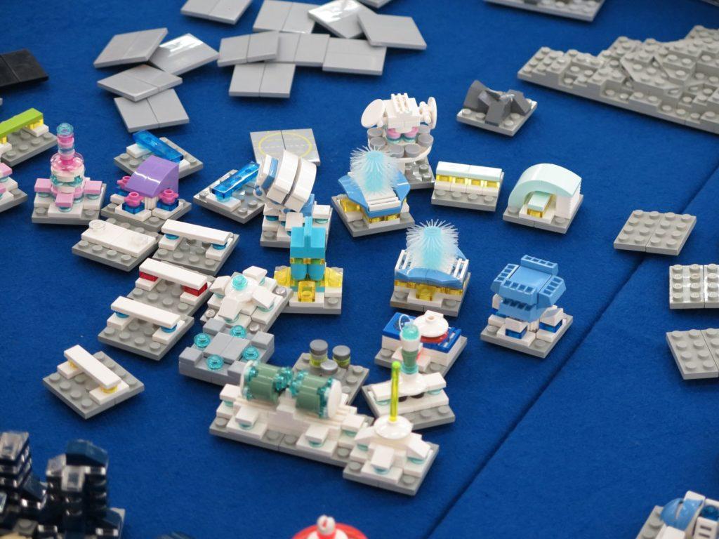 LEGO Micro Moonbase - Bild 2 | ©2018 Brickzeit