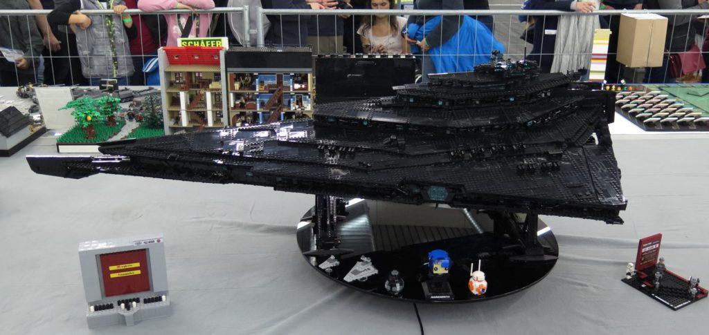 LEGO Schwarze Imperialer Sternenzerstörer - Bild 1 | ©2018 Brickzeit