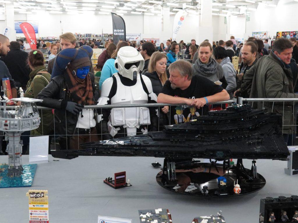 LEGO Schwarze Imperialer Sternenzerstörer - Bild 2 | ©2018 Brickzeit