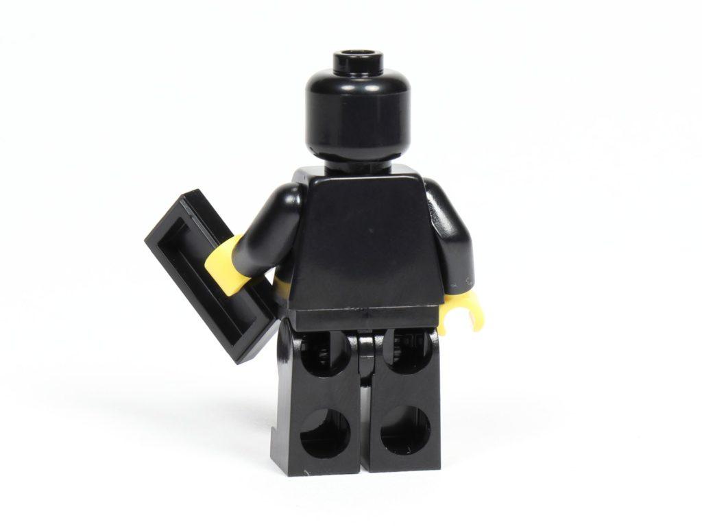 LEGO® Präsentationsständer für die schwarze VIP-Karte (5005747) - Minfigur Rückseite | ©2018 Brickzeit