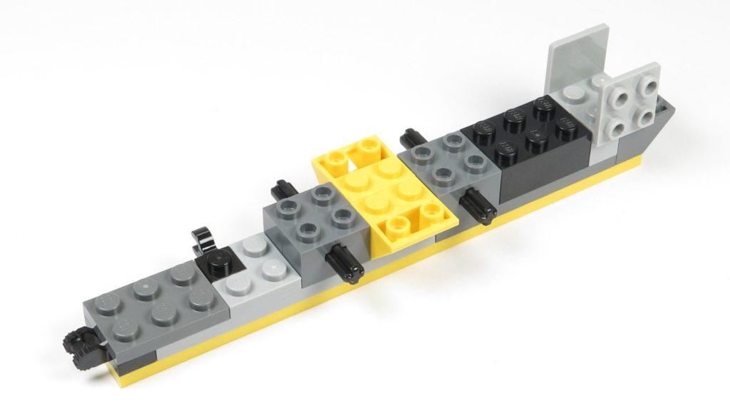 LEGO® Star Wars™ 75214 Bauabschnitt 1 - Rumpfteil 2, Befestigung für Flügel | ©2018 Brickzeit