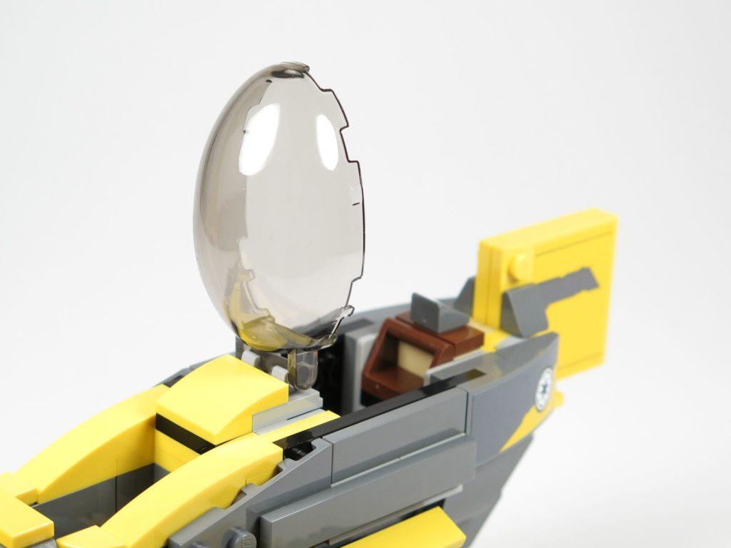LEGO® Star Wars™ 75214 Bauabschnitt 3 - Cockpitglas befestigt | ©2018 Brickzeit