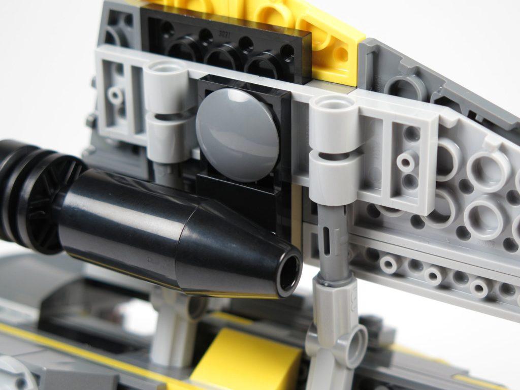 LEGO® Star Wars™ 75214 Bauabschnitt 2 - Flügel wird befestigt, Unterseite | ©2018 Brickzeit