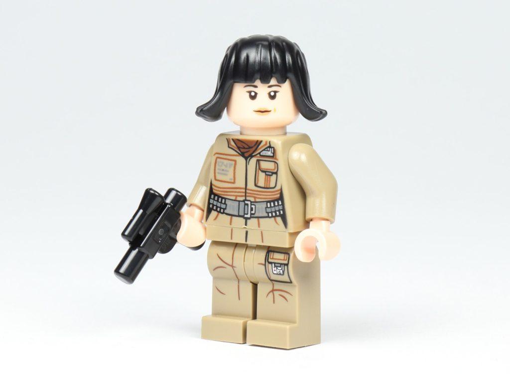 LEGO® Star Wars™ 75213 Adventskalender 2018 - Tür 2 - Rose Tico mit Blaster | ©Brickzeit