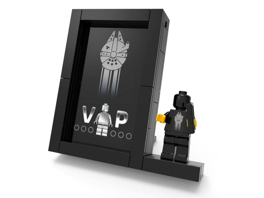 LEGO® Präsentationsständer für schwarze VIP Karte 5005747 | ©LEGO Gruppe