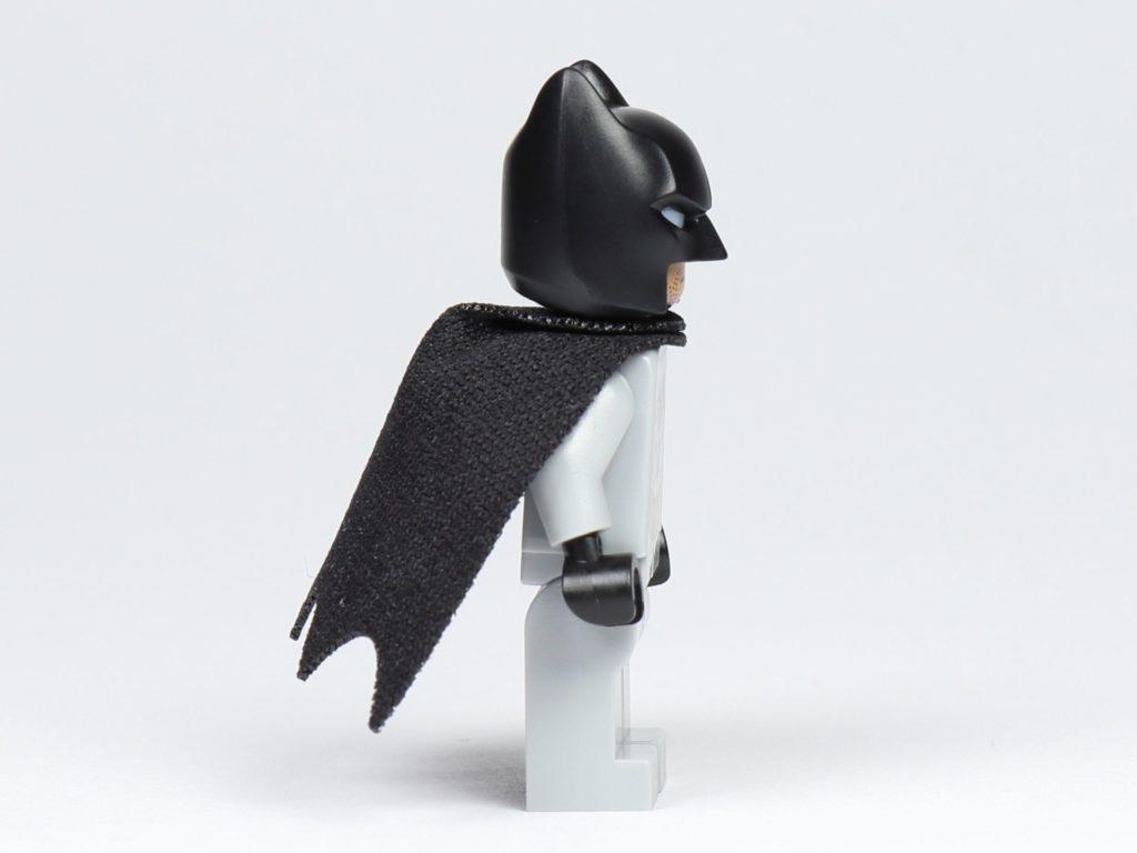 LEGO® BATMAN™ Magazin Nr. 1 - Batman Figur, rechte Seite | ©2019 Brickzeit