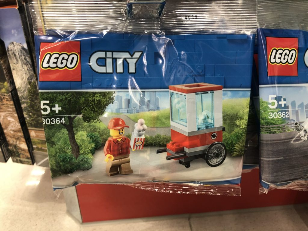 LEGO® City 30364 Popcorn-Stand Polybag bei Müller | ©2019 Brickzeit