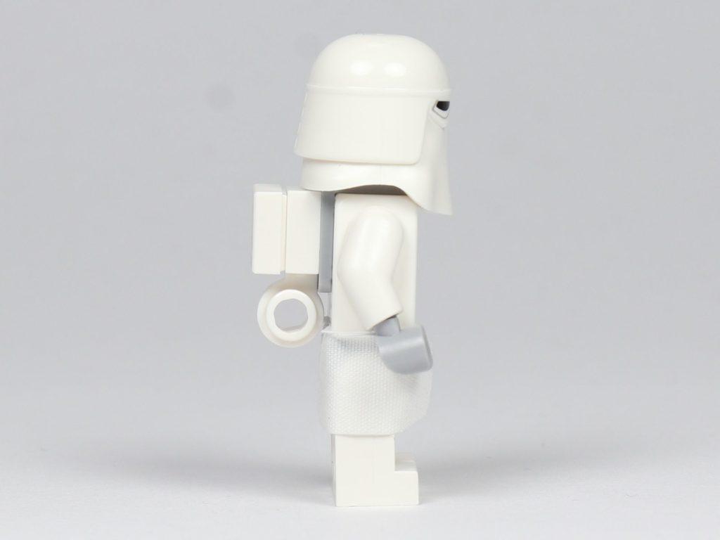 LEGO® Star Wars™ - das ultimative Trainingshandbuch - Snowtrooper, rechte Seite | ©2019 Brickzeit