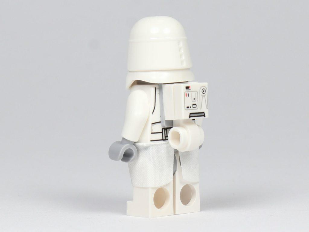 LEGO® Star Wars™ - das ultimative Trainingshandbuch - Snowtrooper, schräg hinten | ©2019 Brickzeit