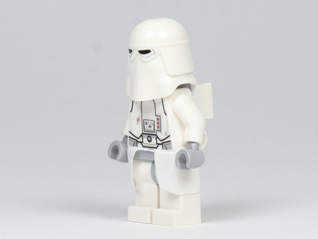 LEGO® Star Wars™ - das ultimative Trainingshandbuch - Snowtrooper, schräg vorne | ©2019 Brickzeit