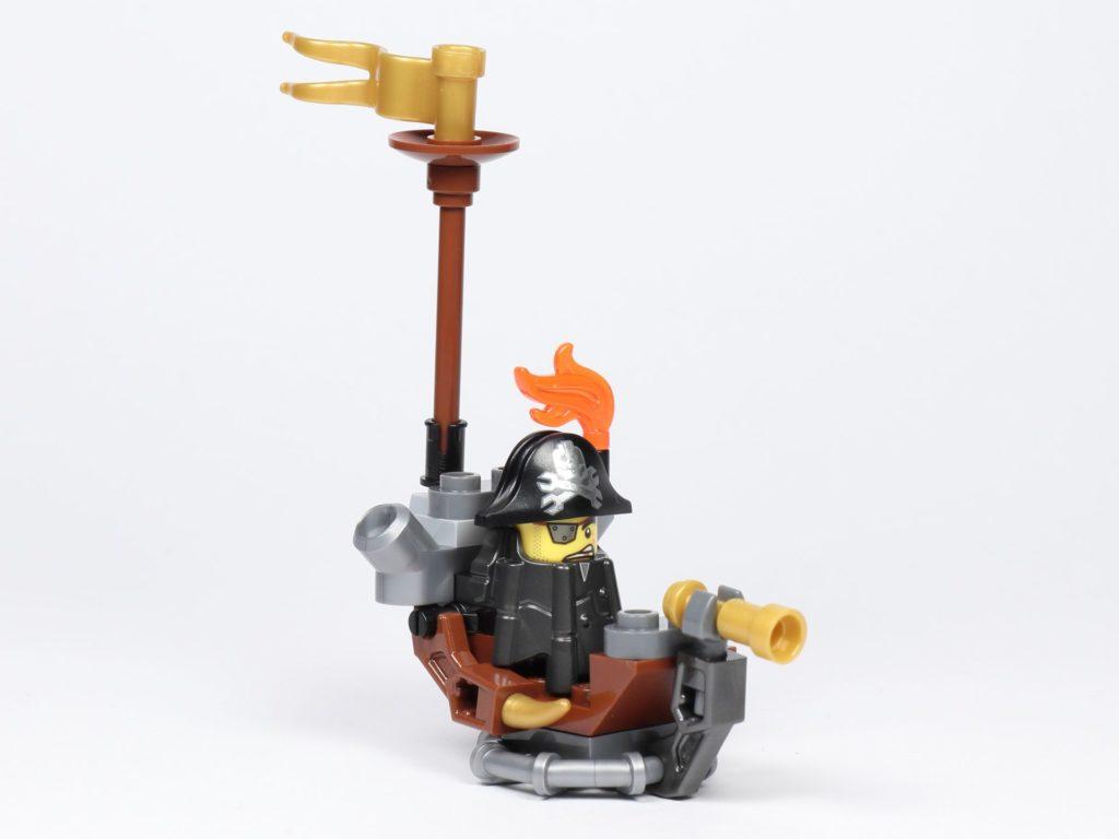 THE LEGO MOVIE 2 Mini-Baumeister Eisenbart (30528) - Boot, vorne rechts | ©2019 Brickzeit