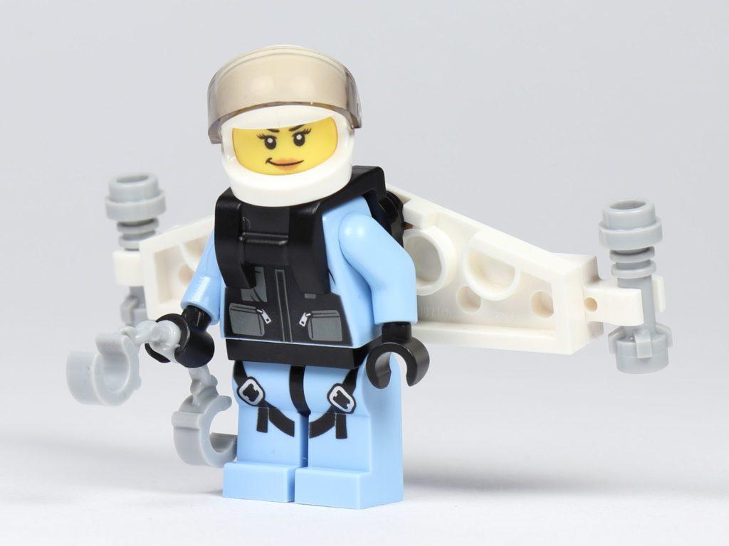 LEGO® City 30362 Raketenrucksack - Polizistin mit Raketenrucksack, Vorderseite | ©2019 Brickzeit